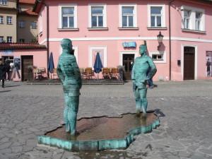 Прага памятник писающие мужчины