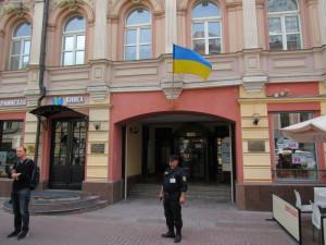 Украинский флаг на Арбате